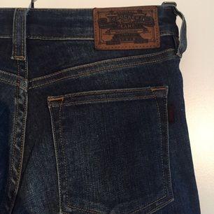 Jeans från CROCKER stl 24/32. Tyvärr alldeles för små för mig nu och har bara legat i garderoben och skräpat.