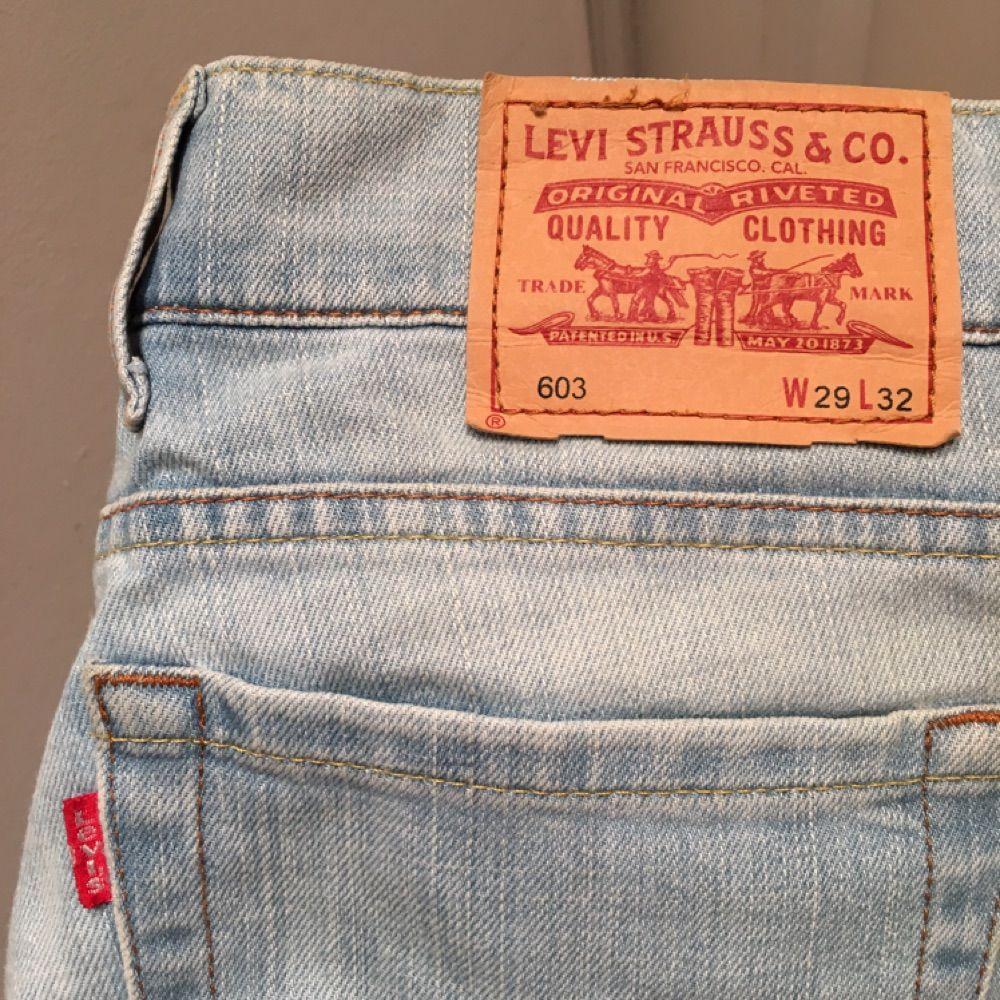 Ljusa Levi s damjeans säljes! Storlek - Levi s Jeans   Byxor ... 63079b01d826a