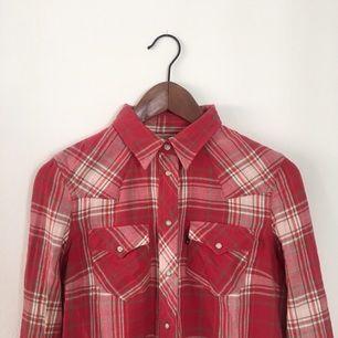SVINSNYGG Levis skjorta!! Ärligt ladies, hur fin är inte denna????? 100% bomull
