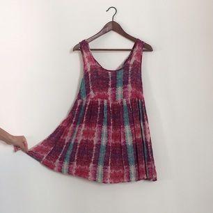 Söt klänning för den lite kortare, fint linne för den lite längre! Lite djupare i ryggen 💋