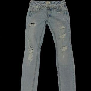 Slitna jeans från Ginatricot. Köparen står för frakt!