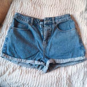 Superfina shorts från asos som tyvärr är en aning för stora för mig, hoppas någon annan kan glädjas av de! I fint skick 🌸