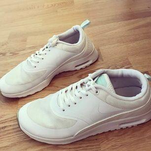 Säljer mina fina Nike Thea i fint skick storlek 38,5 (dock små i strl, mer som en vanlig 38a) ✨✨