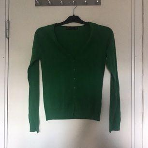 Zara kofta i grön färg.
