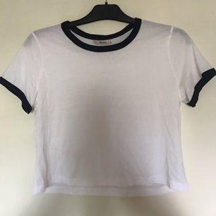 Enkel kort t-shirt från berskha.