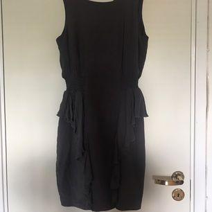 Enkel och fin hm klänning, aldrig använd.