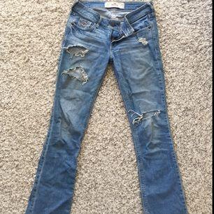 Bootcut jeans från Hollister. W. 24, L. 31.