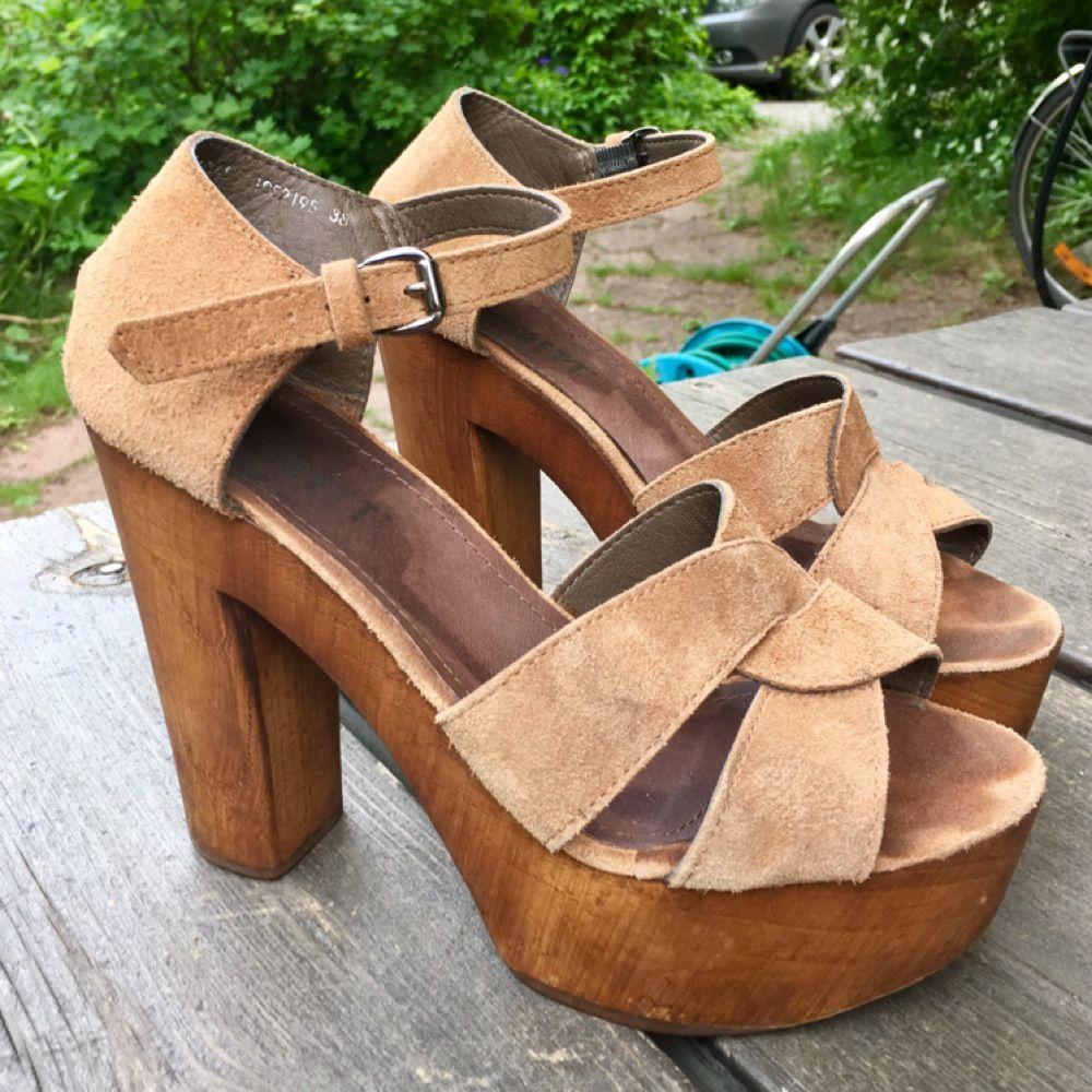 sandal med träklack