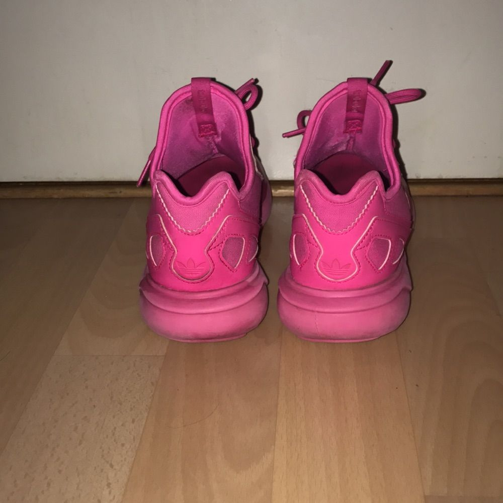 Adidas tubular runner k, storlek 36. Använda få gånger.  Har swish & kan frakta så länge köparen står för frakten💌. Skor.