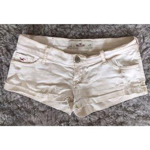 Hollister shorts W25