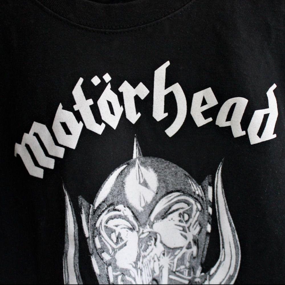 Sprillans ny Motörhead-tisha från Fruit of the Loom i skön och hållbar kvalitet. 100 % bomull. . T-shirts.