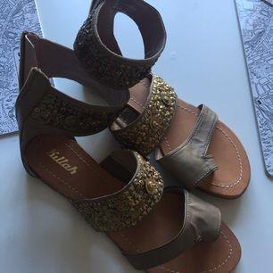 Helt nya Killah sandaler Endast testade inomhus Köpta i Spanien Köparen står för frakt