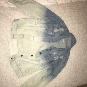Jeansjacka från chicy. Aldrig använd.