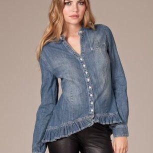 Hunkydory jeansskjorta Använd men fint skick inga defekter Köpt på nelly Köparen står för frakt