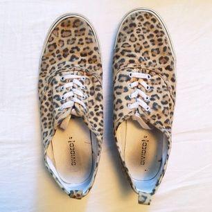 Säljer mina leopardskor perfekt till sommarn! Använda ett par gånger, dock inga som helst fel på dem. Kan fraktas. Betalning sker via Swish! ✨