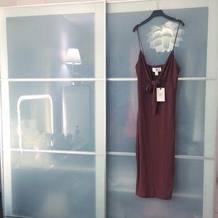 Rebecca Stella klänning! Helt oanvänd, med etikett! Råkade klicka hem två likadana..