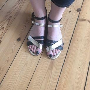 Sandaler i äkta skinn från Massimo Dutti