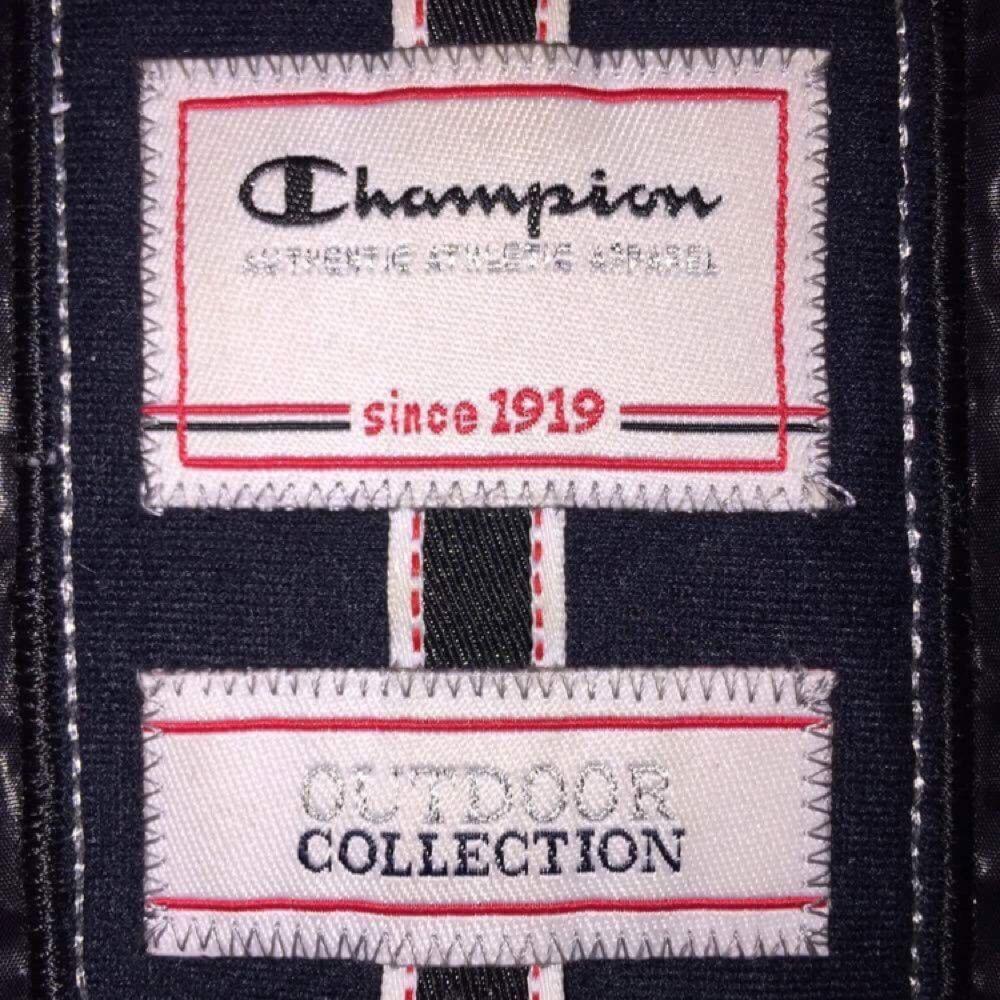 Heeeeelt uniiiiiiiiik CHAMPION-jacka!!!  Riktigt cool, fluffig med svart färg.  FRI FRAKT🌈. Jackor.