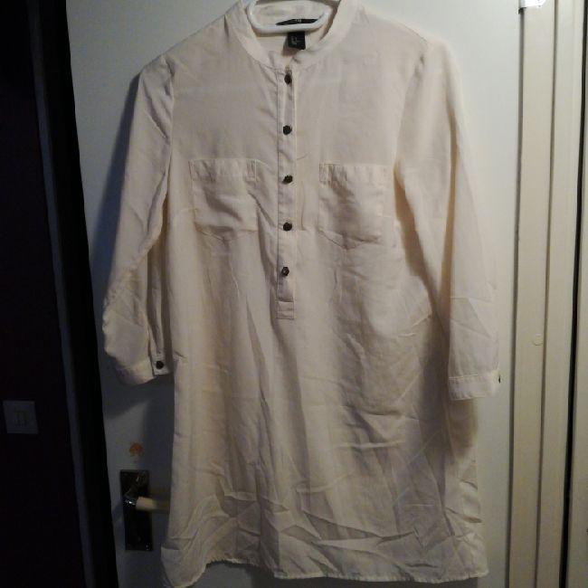 Skjorta lång modell från h m. helt ny! behöver strykas . Blusar. 77b610c98ceb5