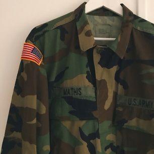 US Army jacka, köpt i vintagebutik i London. Möts upp i Sthlm eller fraktar mot fraktkostnad.