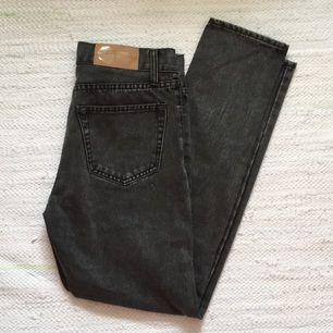 stentvättade jeans från cheap monday, hög midja och smala/tajta ben 👖💋