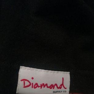 Diamond Supply Tischa i gott skick