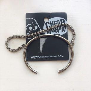 Sprillans nytt armband från Cheap Monday! Nypris 150:-
