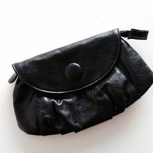 Liten börs/väska/makeupbag ifrån Kicks. Aldrig använd!