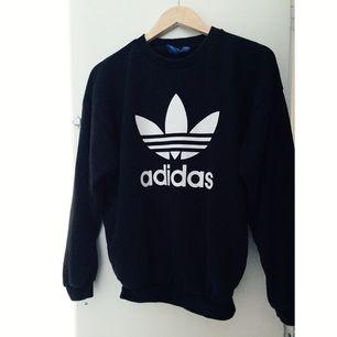 Sparsamt använd Adidas tröja! 🌸 en liten fläck på sidan av armen som knappt syns.