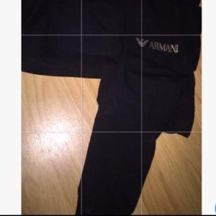 Säljer mina Armani mjukisbyxor i strl S passar xs och liten m 200inkl frakt
