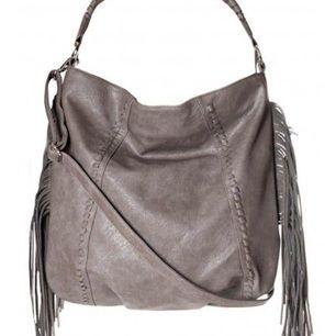 Väska med fransar från Asos av märket Glamorous. Aldrig använd, prislappar kvar.  Frakt ingår i priset!