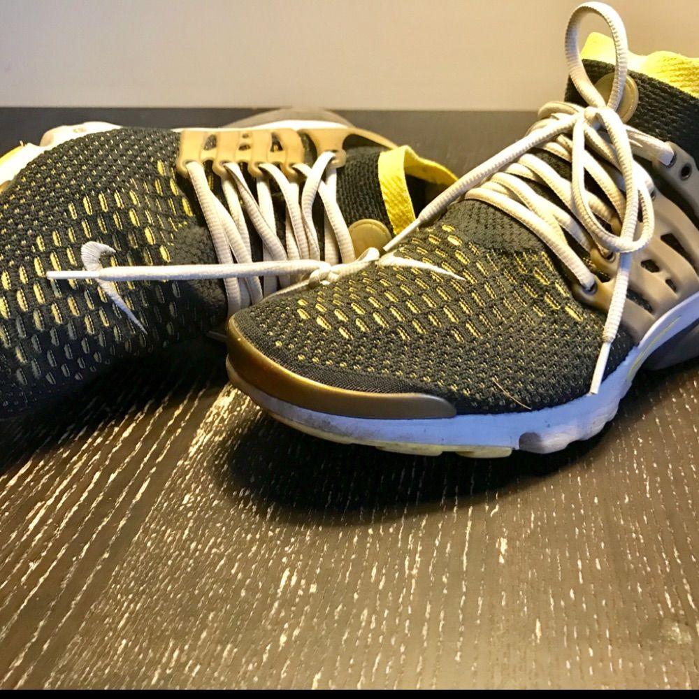 Nike air presto ultra flyknit Mycket bra skick! Skorna är sparsamt använt. Köpte på Sneakers n Stuff i 2016.  Storlek : US 11 / EU 45 Nypris : 1500kr. Skor.