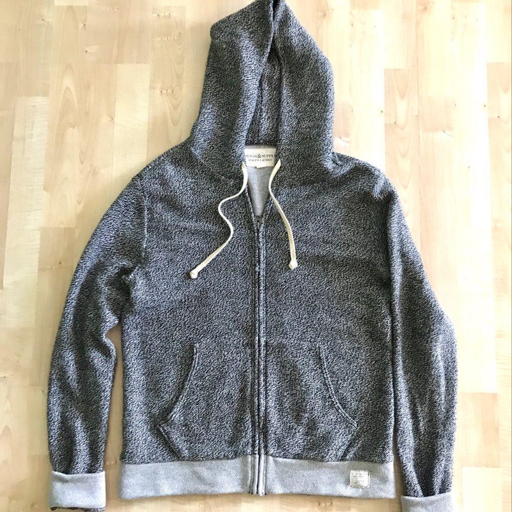 Mycket bra skick! Ralph Lauren hoodie i melange grå färg. Nypris : 1499 kr  Storlek Small Passar er som är mellan 172cm - 180cm --  * Tröja, Polo, märkeskläder. Tröjor & Koftor.
