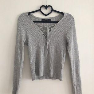 Grå tröja från BIKBOK med snörning :)