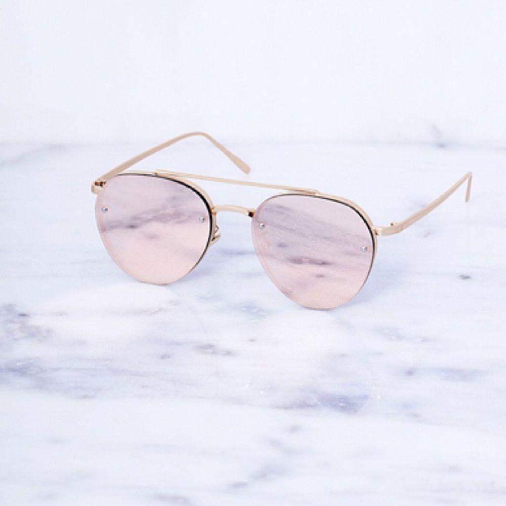 Ett par sjukt snygga solglasögon från nätbutiken Chiquelle. De är mirrored  i färgen rose gold ... ed51acc52c1ff