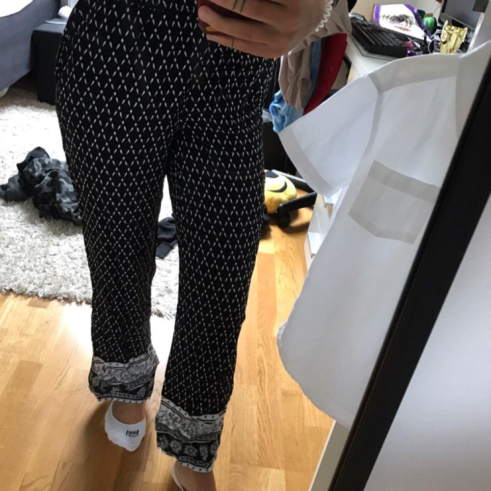Flowiga och sköna byxor. . Jeans & Byxor.