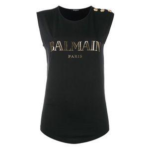 Säljer denna vackra t-shirt från balmain, vid intresse eller frågor skriv till mig.😙