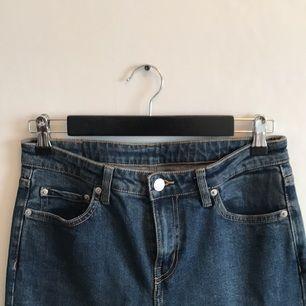 Jeans från weekday i superfint skick! Midja: 26, längd: 30