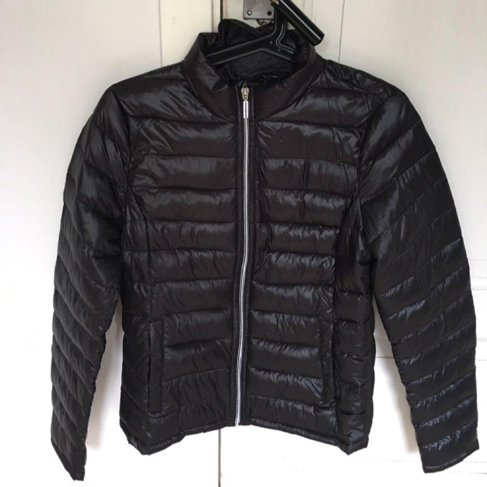 Dunjacka som aldrig varit använd utan endast testad. Storlek 36/S. Lite mindre i storleken så passar en XS bra också, Från Vero Moda. Perfekt att använda under en kappa t.ex på vintern eller bara för sig själv😁. Jackor.