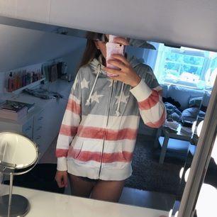 Jätteskön hoodie från Westhill Redbird (Bik Bok), helt oanvänd!