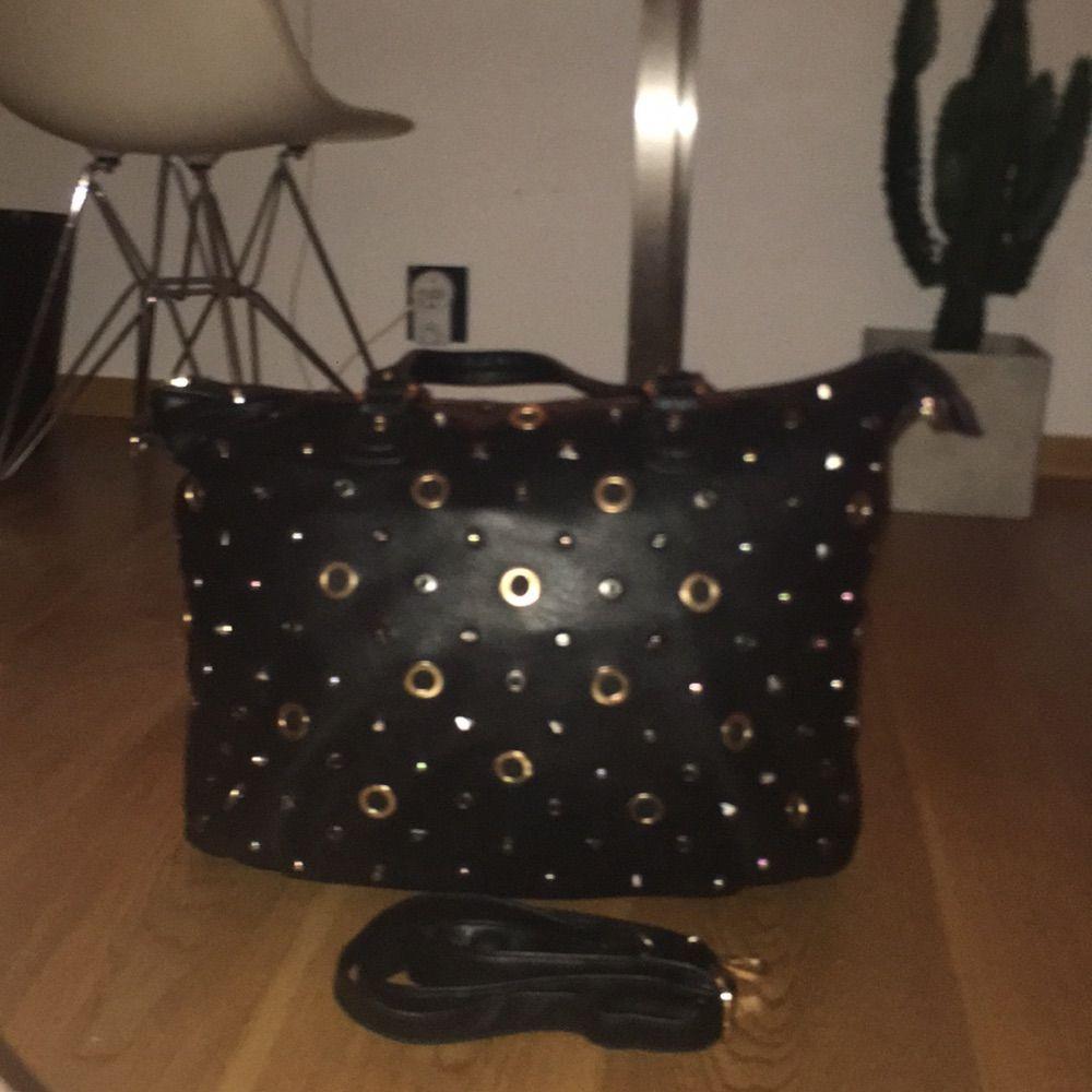 Väska från gekås, axelband medföljande. Nästan aldrig använd och har mycket förvaring. Som ny !. Väskor.