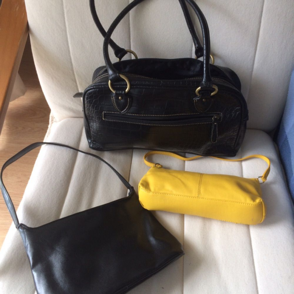 Top black; offers good organising with three pockets inside and one on the outside, two of hich claws with zipper. Yellow bag (sold) Bottom black; decorative flower, had an inside pocket with zipper.  All bags closes with top zipper.. Väskor.