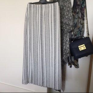 Knälång randig kjol, aldrig använd från asos