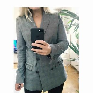 Very cool checked jacket/blazer from H&M with cute details on pockets and sleeves. Used once only, due to wrong size. But I really love it and it hurts to sell it! ❤️