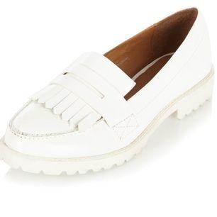 Fina blanka loafers från River Island. Sparsamt använda.