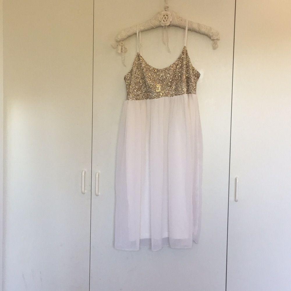 Vit klänning . Klänningar.
