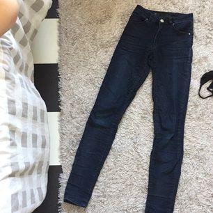 Blåa jeans