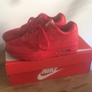 Sprillans nya Nike air Max 1. Köpta på caliroots. Lite för stora för mig därför jag säljer. Värda 1400kr
