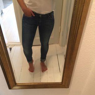 Blås jeans