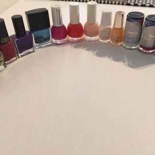 Blandade nagellack, de flesta oanvända